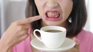 премахване на петна от зъбите с избелващи ленти крест